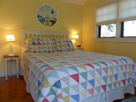 Harmony Home Farm B&B: Bedroom with Queen Bed