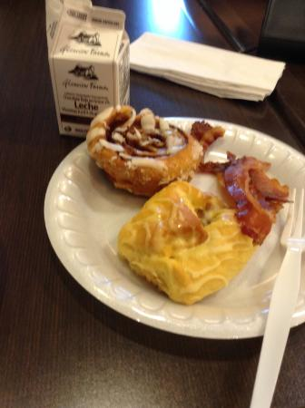 Holiday Inn Express Hotel & Suites Newberry: Great breakfast :)