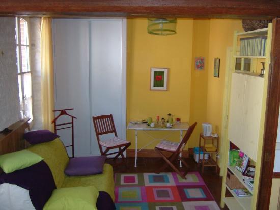 Aillant-sur-Tholon, Francia: Chambre bas côté salon