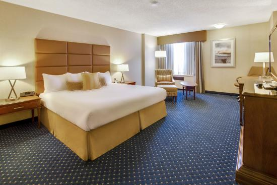Coast Plaza Hotel & Conference Centre: Superior King Room