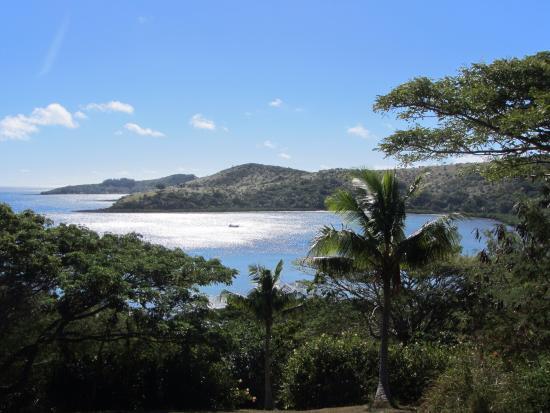 MacDonalds Nananu Beach Cottages: I enjoyed walking around the island - very few people around