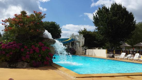 Right pool outside picture of camping de la piscine for Camping de la piscine brittany