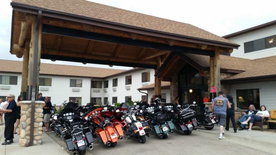 AmericInn Lodge & Suites Belle Fourche: Bikes under cover