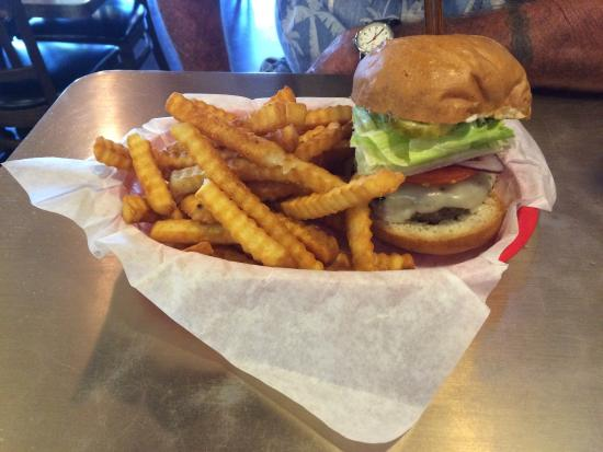 Buster's Burgers and Brew: Classic burger
