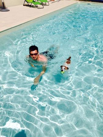 La Coquille, Frankrike: Daily swim with Mayzi