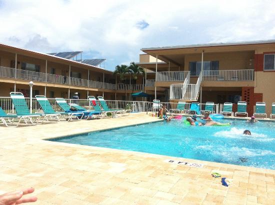 Sea Chest Motel: Swimmingpool
