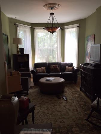 Chicago Guest House: Comfortable living room