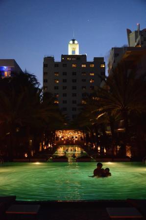 National Hotel Miami Beach: Poolside in evening, Jupiter in night sky!