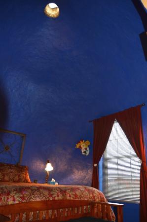 Eve's Garden Bed & Breakfast: A curious skylight