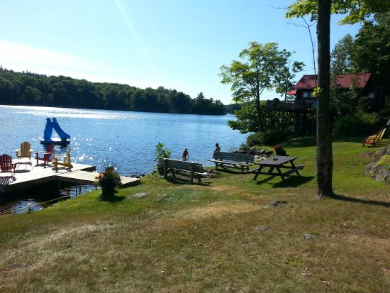 Mill Lake Cottage Resort: Beach and patio