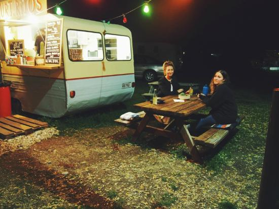 Burt.Ritos: Delicioso Burritos served out of a quaint little caravan