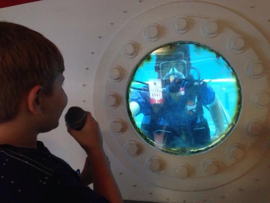 Huntsville, AL: Neutral buoyancy tank training