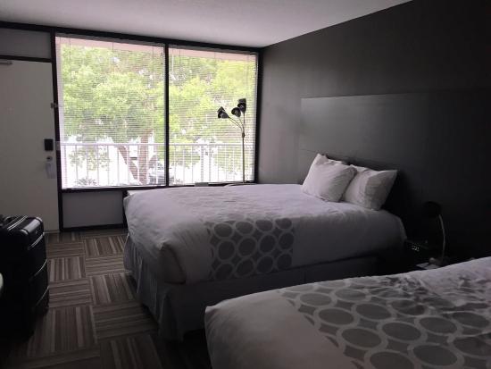 Moderne Zimmer, viel Licht und nah am Strand gelegen. Die Zimmer ...