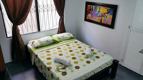Sheylla's Place: Habitación con Tv, Ventilador y Baño Privado