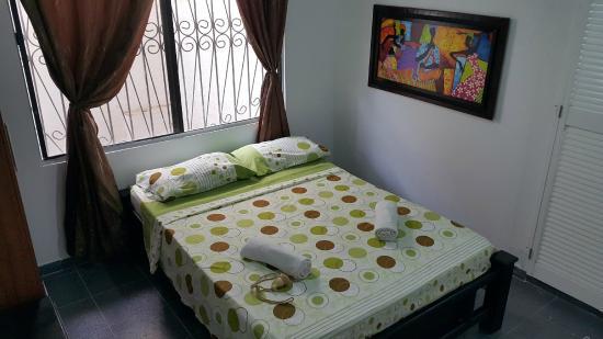Sheylla's Place: Habitación con Tv, Ventilador y Baño Compartido