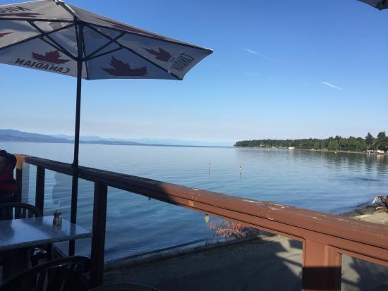 The Shady Rest Waterfront Pub & Restaurant: Terras view