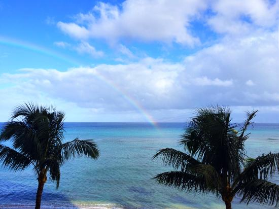 Valley Isle Resort: Woke up to a rainbow off the master bedroom lanai