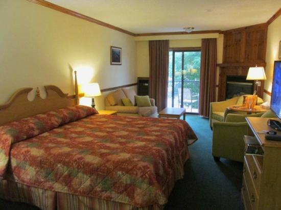 Glen House Resort: King room