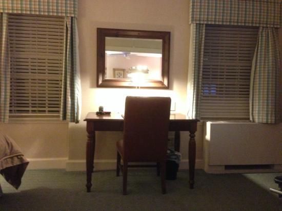 Exeter Inn : Desk