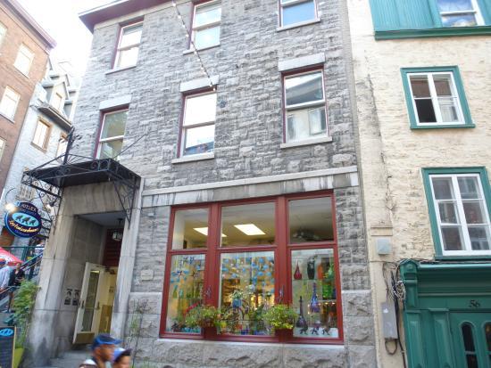 Atelier les Trois Corbeaux : 3 crows glass studio store front