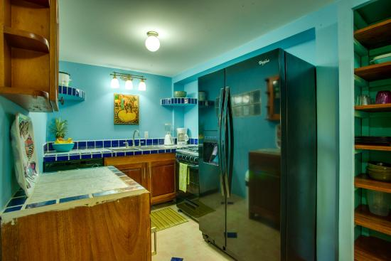 Casa Placencia Belize: Two bedroom/two bath Apt with fully equipped kitchen-dishwasher & ice maker!