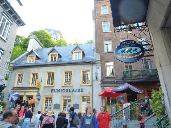 Quartier Petit Champlain: champlain area shops