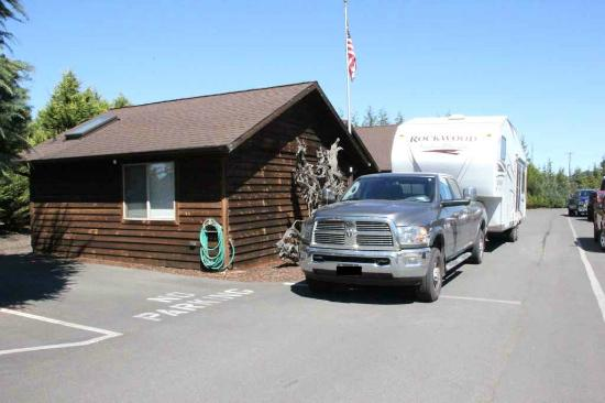 GilGal Oasis RV Park : Very crowded check-in spot