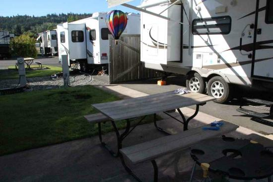 GilGal Oasis RV Park : Looks like they divided pull through spots in half to double the number of sites