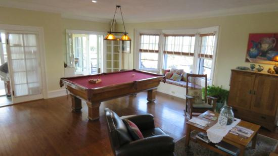 Rhythm of the Sea: Pool table in the lounge