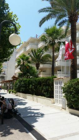 Aparthotel Cap de Mar: Teilansicht Promenadenseite