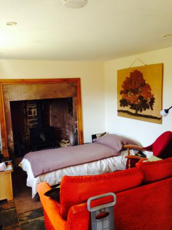Mitcheldean, UK: Lounge with extra bed