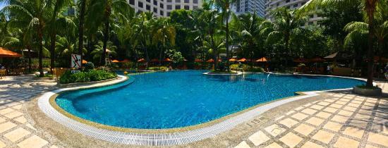 Edsa Shangri-La, Manila: The pool!