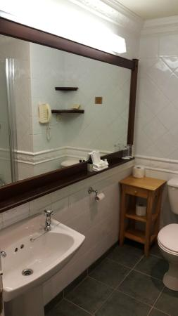 Abbeyglen Castle Hotel : Abbeyglen bathroom