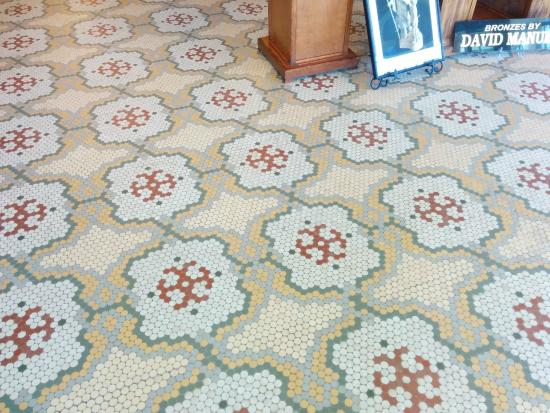 Hot Lake Springs Bed and Breakfast : Original tile floor