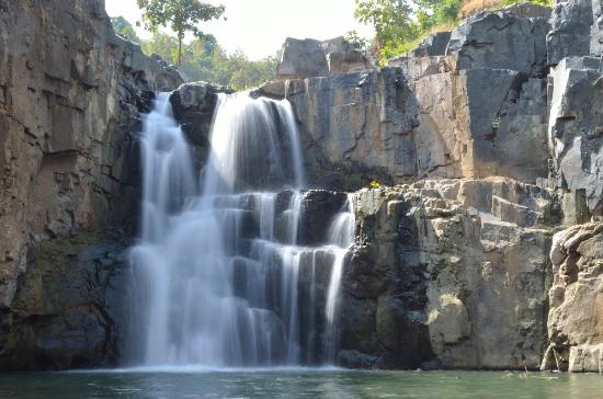 Rajpipla, India: Zarwani waterfalls