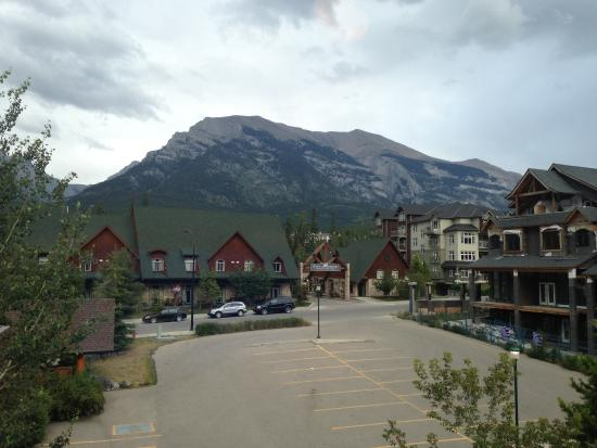 Fire Mountain Lodge: View from the bedroom