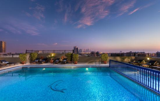 Savoy Central Hotel Apartments: Outdoor Swimming Pool