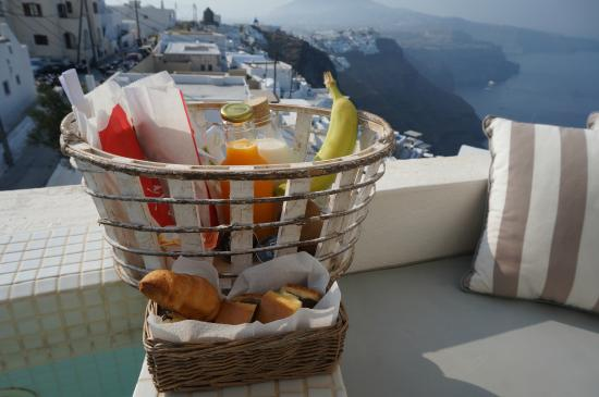 fr hst ck am whirlpool auf dem balkon picture of senses boutique hotel imerovigli tripadvisor. Black Bedroom Furniture Sets. Home Design Ideas