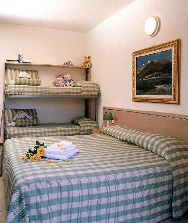 camera matrimoniale e letto a castello - Foto di Residence Hotel ...
