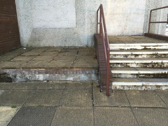 Premier Inn Cardiff (Roath) Hotel: More filth