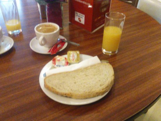 Hostal La Barretina: Breakfast (5€)
