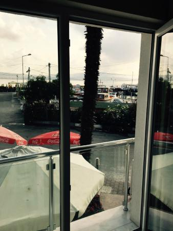 Ada Sahil Hotel : odadan manzara