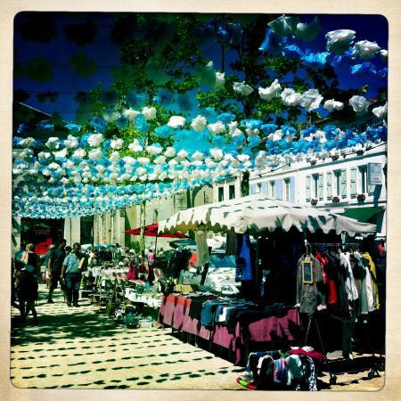 Montmoreau-Saint-Cybard, Frankrike: Cosy markets