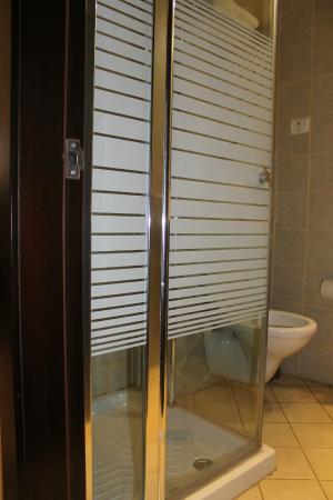 National Hotel Jerusalem: Bathroom