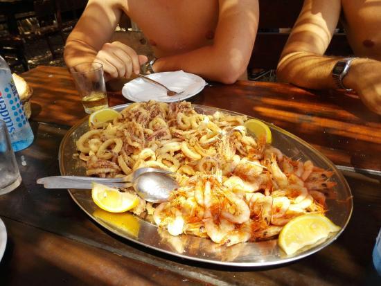 Hvar, Croacia: Quattro fritture miste al prezzo di 70kn l'una, ma buonissime e freschissime!