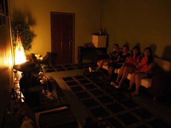 Khatulistiwa Spa: Relaxing Lounge