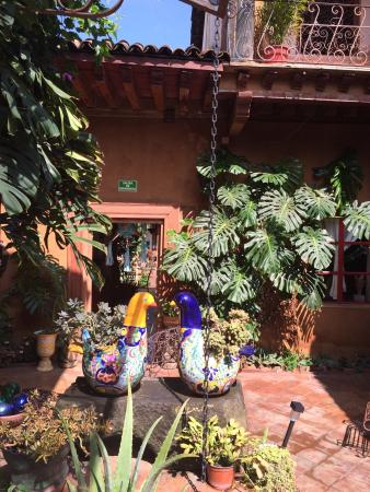Hotel Casa Encantada: Breakfast included, in lovely dining room. Beautiful courtyard.