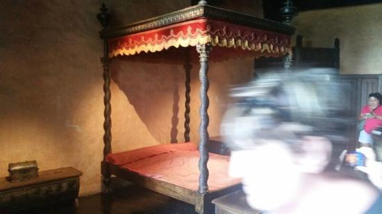Fenis, Italy: Letto con maleducata