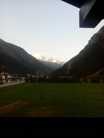 Aparthotel Monte Rosa : Widok z balkonu w stronę Zermatt