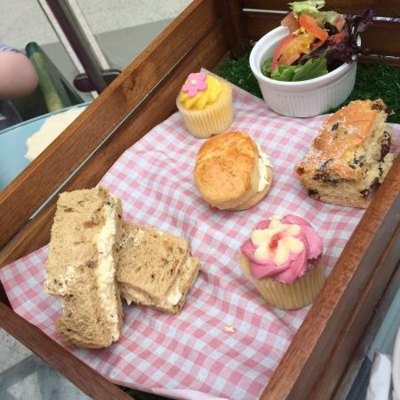 Pudding & Pie: Picnic lunch artfully presented on 'astro-turf' in a 'crate'